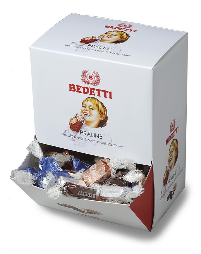Praline di cioccolato assortite in espositore